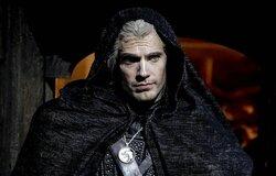 Генри Кавилл поделился новым кадром с Геральтом и назвал любимые книги «Ведьмака»